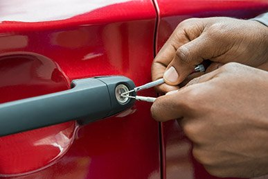 Nearest locksmith doing car lock pick